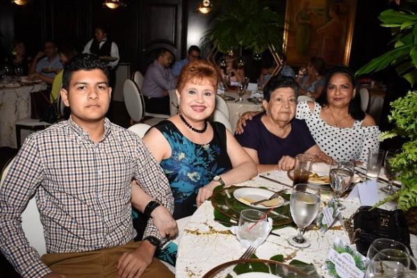 Carlos Ordóñez, Ana María de Ramírez, Ana Aguilar y Oneyda Contreras