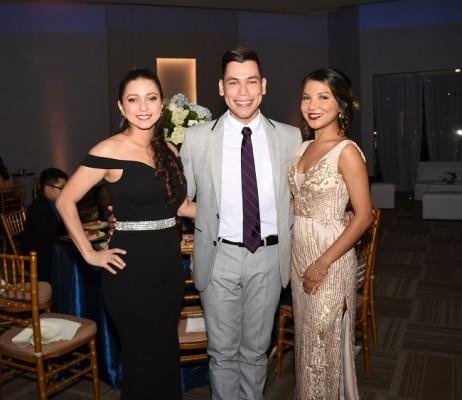 Carol Flores, Fabricio Medina y Vanessa Suazo, hermana de la novia