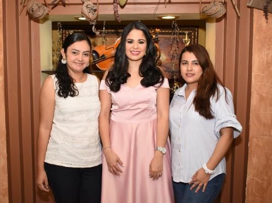 Catherine Navarrete, Alejandra Herrera y Katherine Sabillon