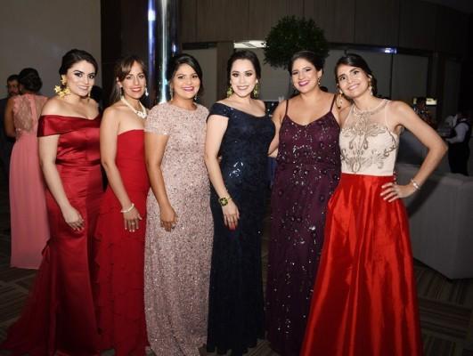 Cecilia Castro de López, Lizeth Castro de López, Fiorella López, Elena Bonilla, Linda López de Muñoz y Lucy de Castro