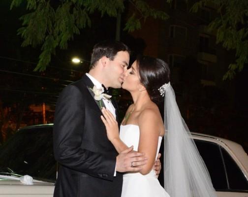 El amor y la complicidad de esta pareja de enamorados, lograron hacerse sentir a cada instante de su gran noche de bodas.