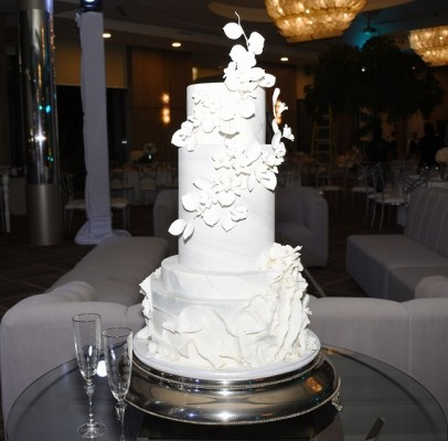 El pastel de bodas marmoleado fue elaborado por Signature Cakes. El exquisito candy bar estuvo dispuesto por Hanan´s Bakery y el Club Hondureño Árabe. Hanan´s Bakery