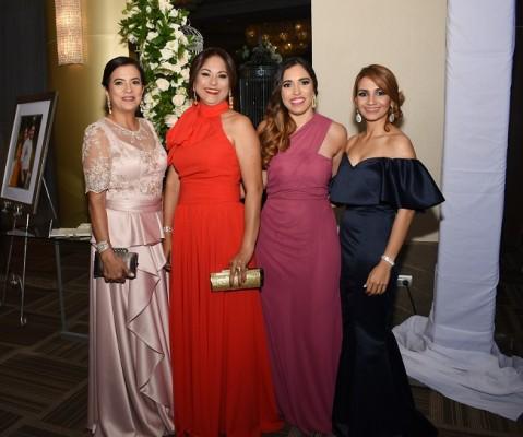Debora Reyes, Mirna de Umaña, Gloria Glynn y Estefanía Umaña