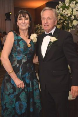 Los padres del novio: Diana Facussé y Ricardo Kattán