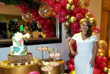 Un bridal shower Tropical Flamingo para Dunia Castellanos