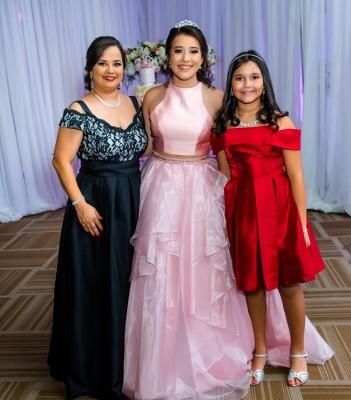 Dunia de Paz, Paola Sofia Solis Paz y Valeria Paz
