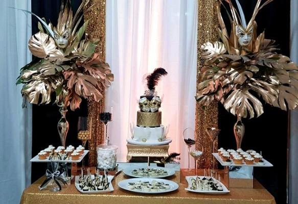 El exquisito pastel elaborado por Hanan´s Bakery conjuntó la puesta en escena de la celebración de quinceañera.