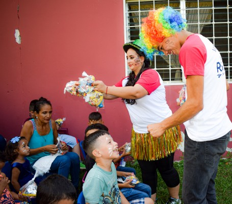Grupo Jaremar dibuja sonrisas a 50 niños