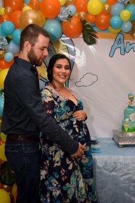 Eva Barletta de Vipond y su esposo Alex Vipond espefran a su pequeño André a finales de octubre