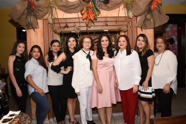 Fernanda Paredes, Katherine Sabillon, Catherine Navarrete, Patricia Orellana, Alma de Chinchilla, Alejandra Herrera, Alma de Herrera, Marcela Herrera y Patricia de Orellana.