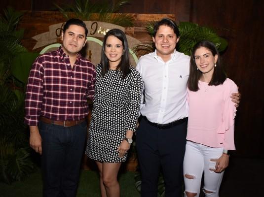 Frank Ramírez, Cynthia de Ramírez, José Reyes y Arlette Cueto