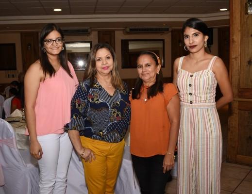 Gabriela Cisneros, Eva de Rivas, Mirna Flores y Josselyn Ávila