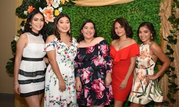 Las seniors 2020 de la Fundación Mhotivo: Jennifer Soriano, Camila Gómez, Onix Mejía, Esther Hernández y Dinorah Varela