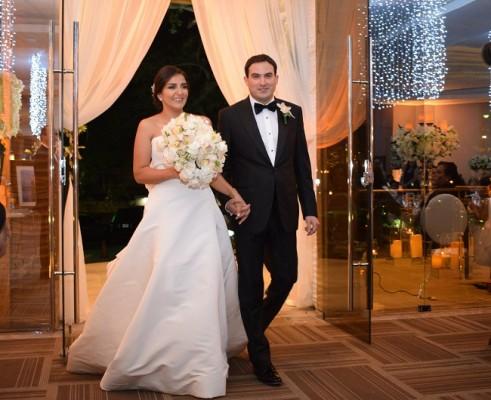 ¡Tan naturales como auténticos! los recién casados ingresaron a los Salones Palestina luciendo la mejor de sus sonrisas.