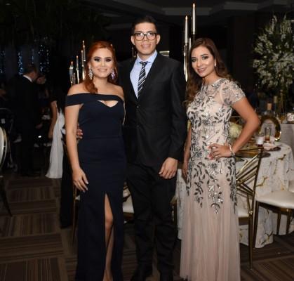 Jensy Azucena de Peña, Raúl Peña, y Estefany Villela