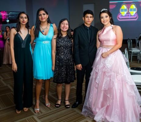 Jimena Morales, Andrea Enamorado, Ana Castillo, Sebastian Tejada y Paola Sofía Solís Paz