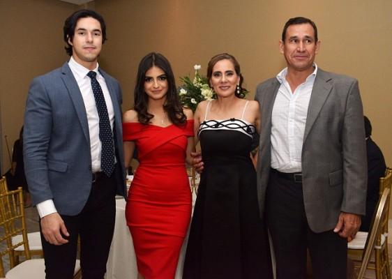José David Bustillo, Valeria Velásquez, Lucia y Gundemar Castillo.