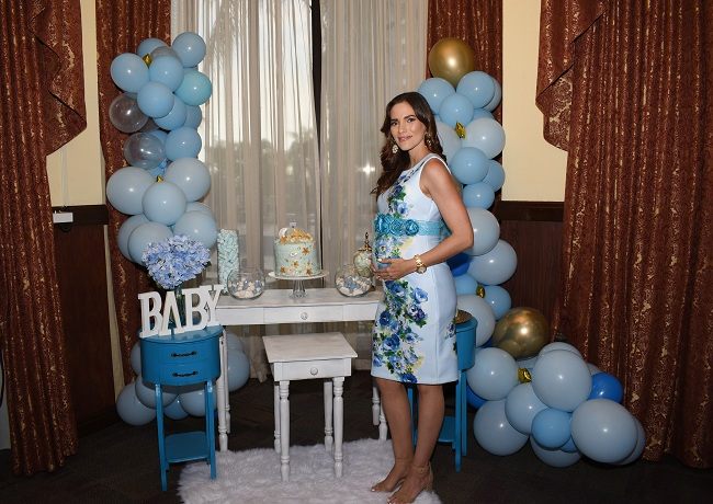 """Were over the moon"" para el baby shower de Joseline Buckley"