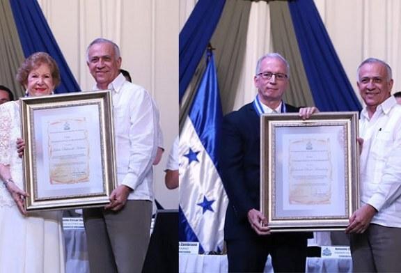 Congreso Nacional reconoce labor de Julieta de Kattán y Eduardo Bueso