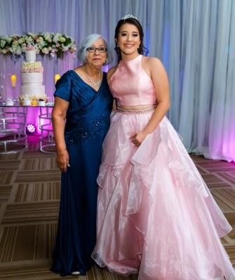 Juventina de Paz, abuela materna y Paola Sofia Solis Paz