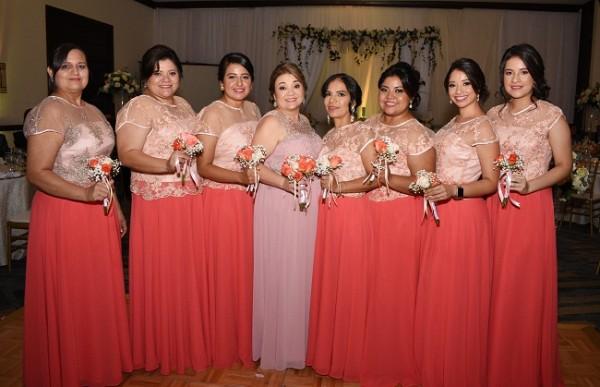 Las damas del cortejo de bodas: Mary Romero, Lesma Caballero, Lizzie Martínez, Carolina Muñoz, Lesli Rápalo, Sandra Núñez, Abigail Kattan y Alliz Duarte.