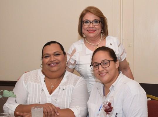 Liza Valdez, Margarita de Canales y Laura Velásquez.