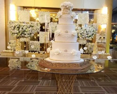 Los novios compartieron su exquisito pastel de bodas con sus invitados provenientes del interior del país y diversas partes del mundo