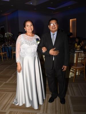 Los padres de la novia, Maritza Iraheta de Suazo y Elio Suazo