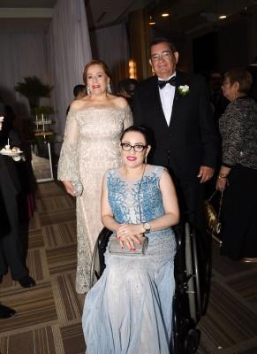 Los padres del novio, Lía Castro de Bográn, Samuel Bográn y Lía Carolina Bográn