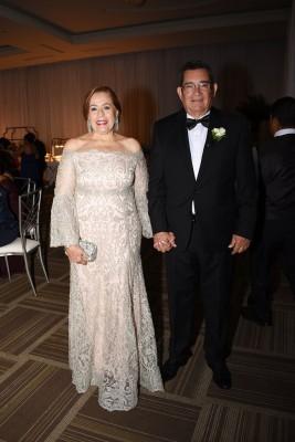 Los padres del novio, Lía Castro de Bográn y Samuel Bográn