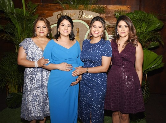 Lucy de Ordóñez, Nelssy Ordóñez de Reyes, Lucy Ordóñez de Flores y Johana Izaguirre