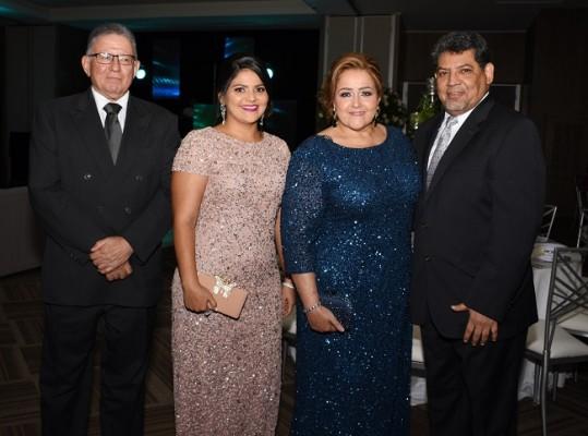 Máximo Castro, Fiorella López, Linda Castro de López y Cesar López Canales