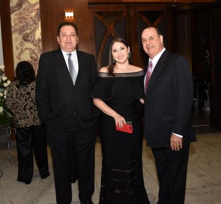 Manuel Castillo, Giuliana Larach y Constantino Larach