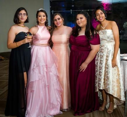 Mariana Fajardo, Paola Sofía Solis, Daniela Altamirano, Ana Castillo y Ana Lucía Raudales