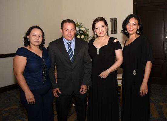 Mery de Rivera, Adolfo Rivera, Amparo Aguilar y Victoria Trochez