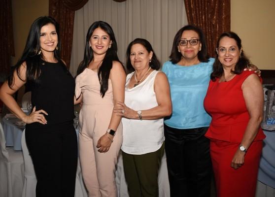 Nancy Paredes, Norely Espinoza, Yolanda Alvarado, Ruth Gómez y Sandra Lili Alvarado