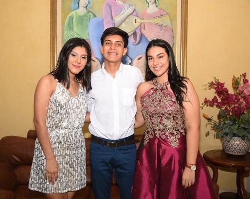 Paola Mejía, Fredy Benítez y Aurora Zelaya