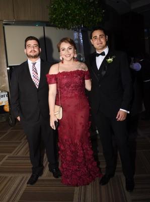 Rodrigo Lazo, Angie Contreras y David Bográn