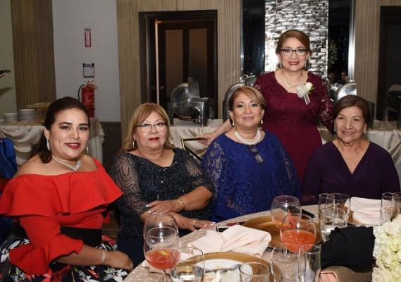 Rosa María de Pineda, Luz Ramírez, Iris Amaya, Sandra Alarcón y Emérita Recinos