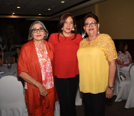 Sandra de Fajardo, Sandra de Banegas y Renee Lucía Fajardo