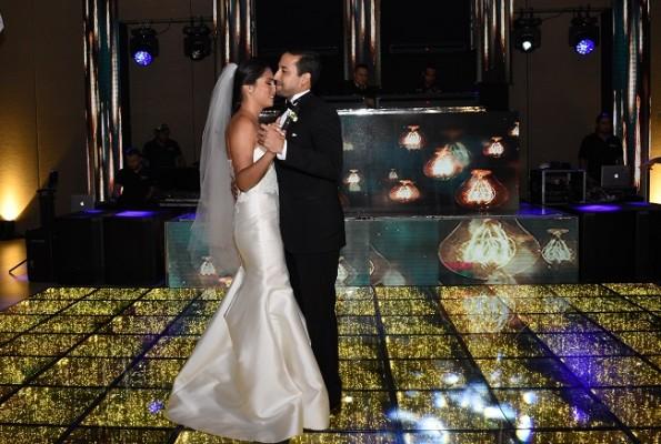 Sara Alicia y Héctor bailaron su primer vals como esposos
