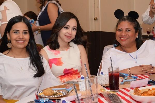 Irma de Pavón, Jenny Ochoa y Carmen Gavarrete