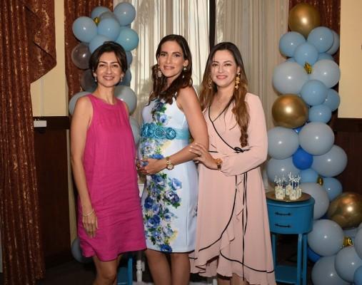 Velkis Santos, Joseline Buckley de Santos y Gissell Santos