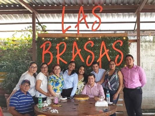 El abogado Carlitos Montes festejado con motivo de su cumple