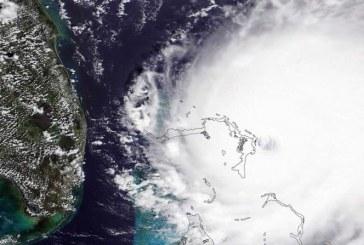 """El huracán """"Dorian"""" se degrada a categoría 4, pero amenaza persiste según meteorólogos"""