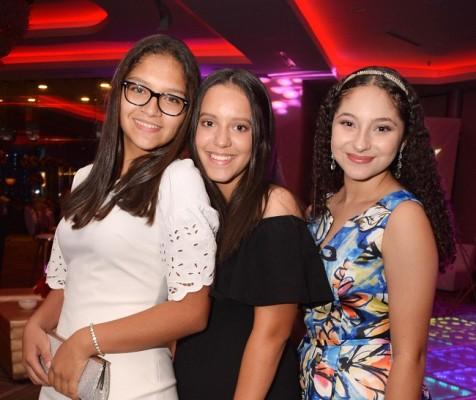 Adriana Gonzales, Sofía Flores y Fabiana Rizzo.