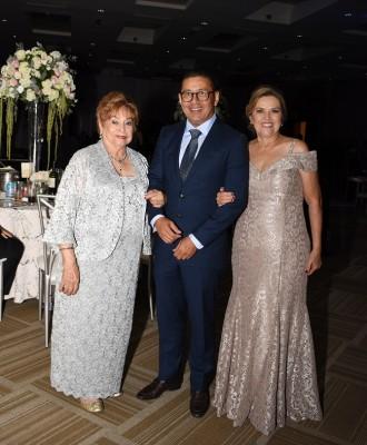 Antonieta Altamirano, Alex Mancía y Lourdes Mancía