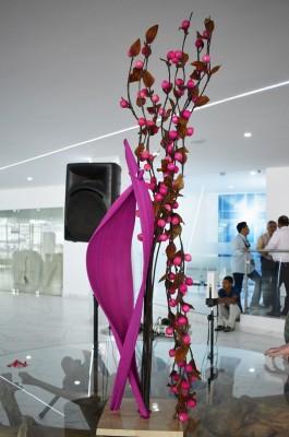 Precioso arreglo alusivo a la camapaña rosa inaugurada por hospital Cemesa elaboró Elizabeth Samara