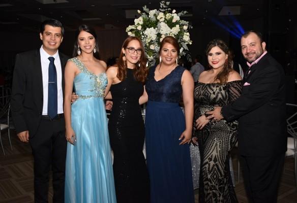 David Villanueva, Nancy Villanueva, Andrea Méndez, Claudia Villanueva, Paola Urquía y David López