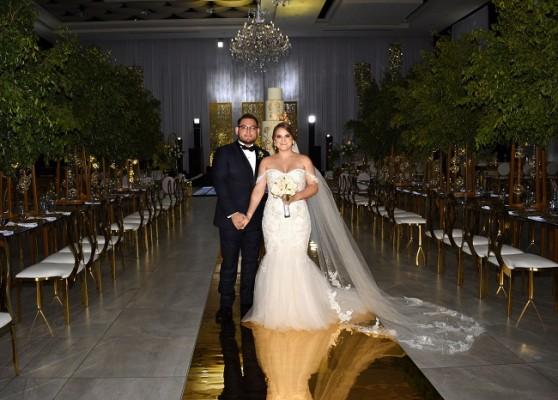 Dunia Geraldina Castellanos Chinchilla y Melvin Antonio Guillén Orellana se juraron amor eterno en una ceremonia oficiada en los Salones Emperador del Centro de Convenciones del Hotel Copantl.